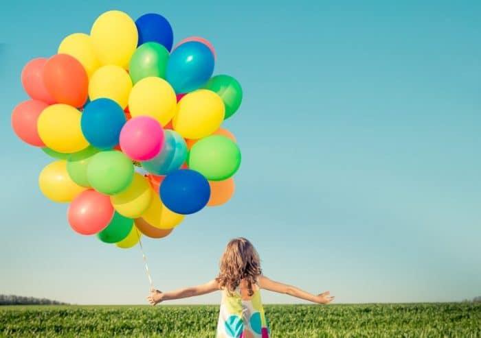 Kind mit Luftballons | © panthermedia.net /yarruta