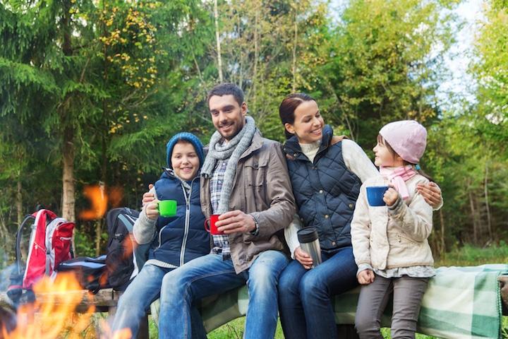 Zelten mit der Familie | © panthermedia.net /Lev Dolgachov